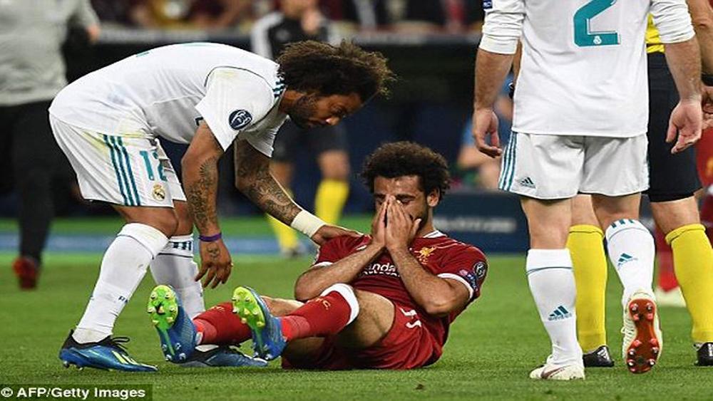 Trật khớp vai, tiền đạo Mohamed Salah nói lời chia tay World Cup 2018